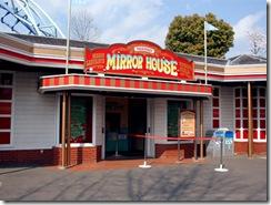 mirrorhouse_m