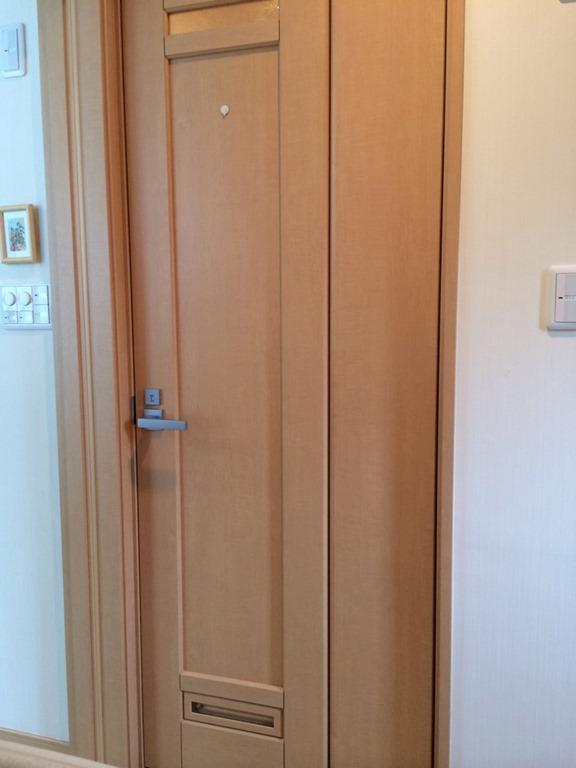 LIXILの省スペース開閉ドア「中折れドア」が使い勝手良し&バリアフリー!