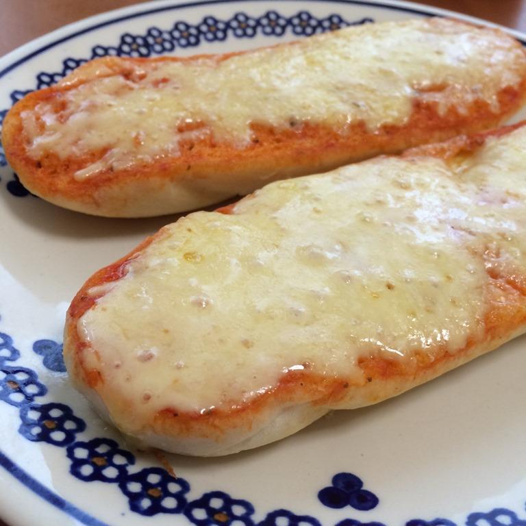 【朝食にソッコー旨い!】フランスパンのピザ